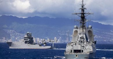 HMAS Hobart conducts officer-of-the-watch manoeuvres with HMNZS Manawanui off the coast of Oahu, Hawaii, before RIMPAC20. Photo by Leading Seaman Christopher Szumlanski.