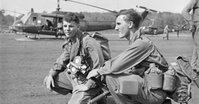 Army PR photographer Sergeant Bill Errington and PR officer Lieutenant David Brown prepare for airlift into Phuoc Tuy Province, 1968. AWM file number THU/68/0410/VN – supplied by author.