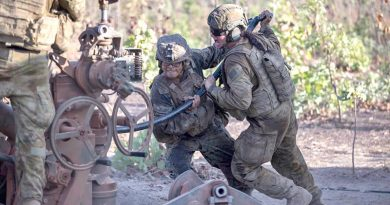 Gunner Thalia Tabuai (right) of 8th/12th Regiment, Royal Australian Artillery, and US Marine Corps Corporal Kevin Dominic Matias ram a high-explosive projectile into the breach of an M777A2 Howitzer. Photo by Corporal Rodrigo Villablanca.