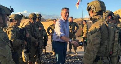 Minister for Veterans Affairs and Minister for Defence Personnel Darren Chester greets Australian soldiers in the Middle East. From Darren Chester's Facebook page.