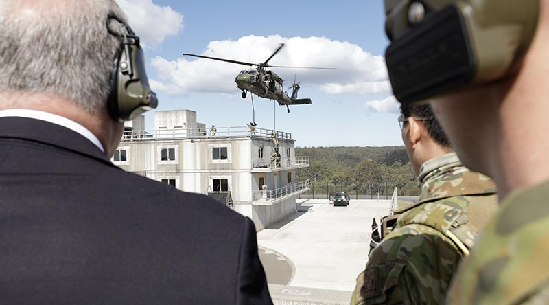 Prime Minister Scott Morrison watches 2nd Commando Regiment soldiers in action at Holsworthy Barracks, Sydney. Photo by Corporal Sebastian Beurich