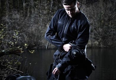 Smart heated undersuit to keep divers warm