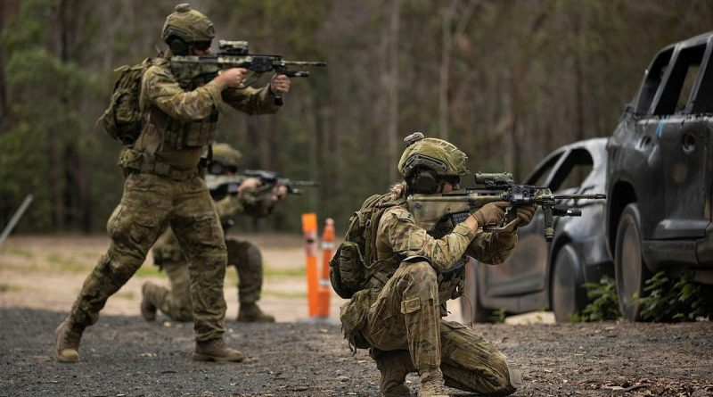 Lieutenants and sergeants from the 8th/9th Battalion, Royal Australian Regiment, conduct close-combat shooting during Exercise First Shot. Photo byCorporal Nicole. Dorrett