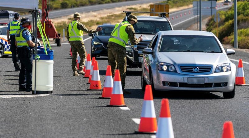 Soldiers assist Western Australia Police at a vehicle checkpoint on Forrest Highway in Lake Clifton, Western Australia. Photo by Leading Seaman Ronnie Baltoft.