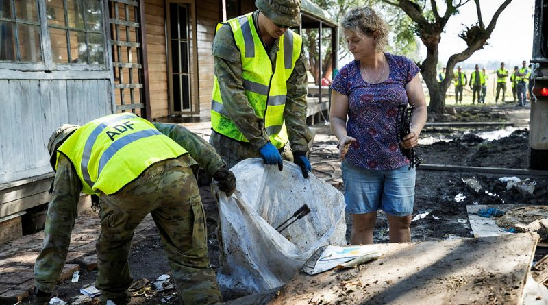 Soldiers remove debris from a flood-damaged property in Taree. Photo by Corporal Sagi Biderman .