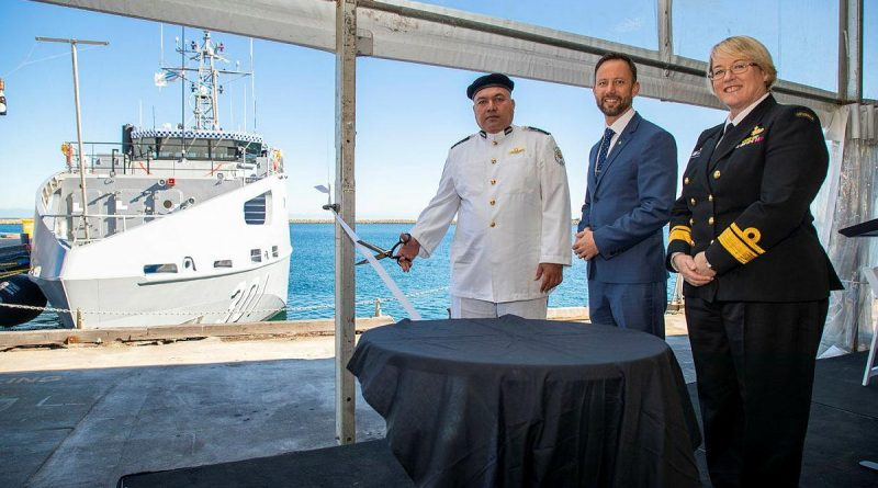 Commanding Officer Superintendent Tom Redfern cuts the ribbon for RKS Teanoai II accompanied by Stirling MP Vince Connelly and Navy's Head of Maritime Systems Rear Admiral Wendy Malcolm. Photo by Leading Seaman Richard Cordell.
