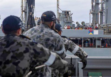 Ballarat refuelled by United States Navy