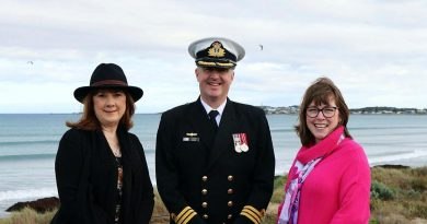 Commanding Officer Navy Headquarters – South Australia Commander Alastair Cooper with the granddaughters of Thomas Todd, Debra Filippona, left, and Michelle Bitmead at the memorial service. Story by Leading Seaman Jonathan Rendell.