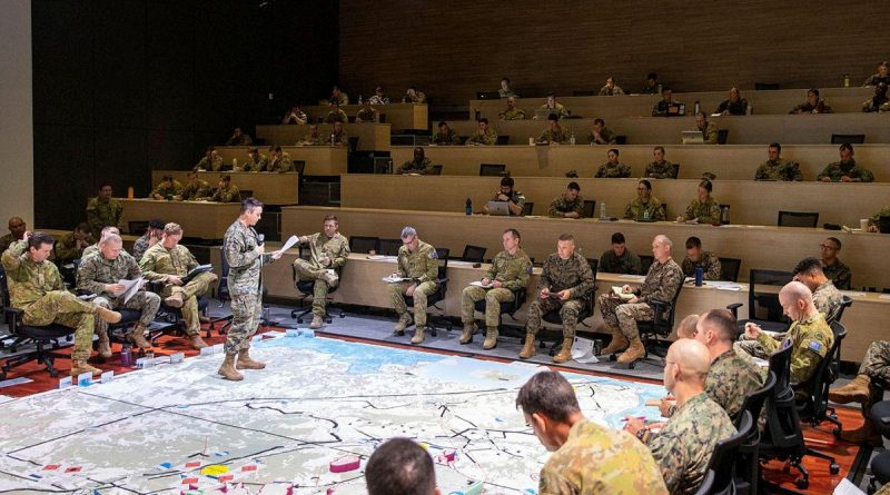 United States Marine Corps Lieutenant Colonel Amy Roznowski briefs ADF and US Marines commanders to prepare for Exercise Koolendong at Robertson Barracks, Northern Territory. Story by Captain Carla Armenti. Photo by Corporal Rodrigo Villablanca.