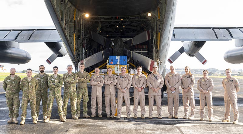 The first of 250 New Zealand Defence Force personnel to deploy to the Middle East to join evacuation efforts from Kabul pose for a photo before departing RNZAF Base Auckland. NZDF photo.