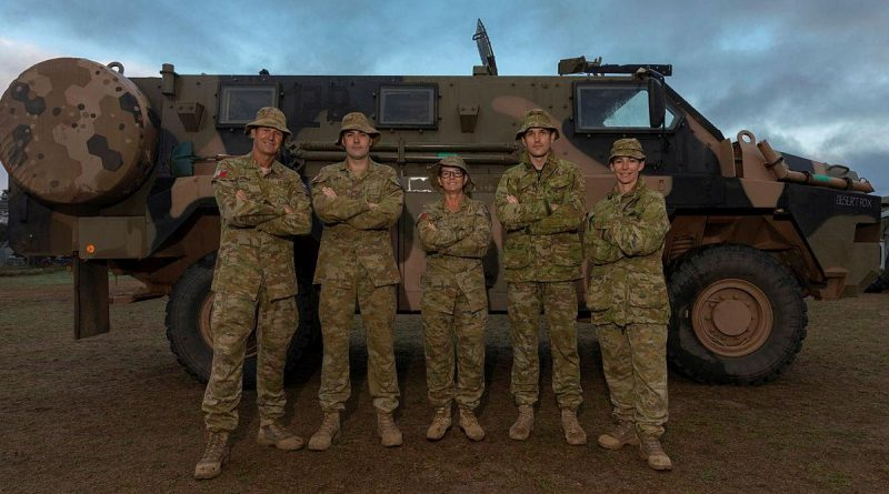 Lieutenant Misty Evans, right, with Army reservists at Kangaroo Island on Operation Bushfire Assist. Story by Commander Chloe Griggs. Photo by Leading Seaman Shane Cameron.
