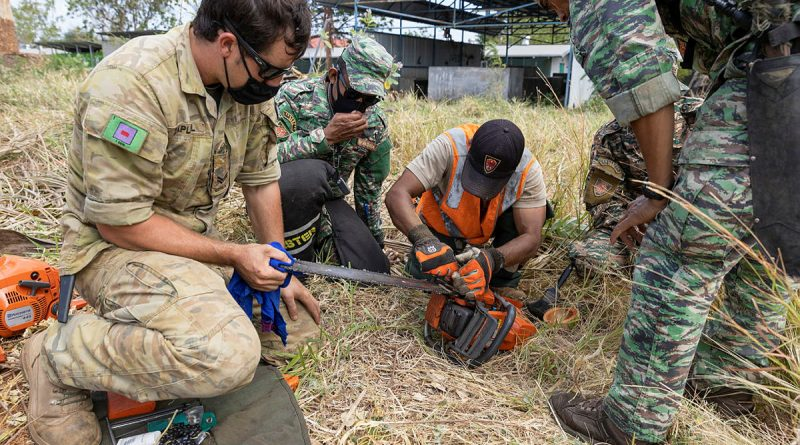 Australian Army soldier Corporal Zed Zapletal works alongside Timor-Leste Defence Force soldiers during a lesson on chainsaw maintenance and operation during Exercise Hari'i Hamutuk 2021 at Metinaro Military Base, Timor-Leste. Story and photo by Leading Seaman Jarrod Mulvhill.