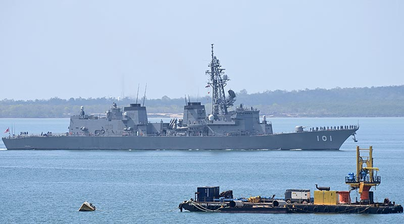JS Murasame departs Darwin after a brief visit. Photo by Barrie Collins.