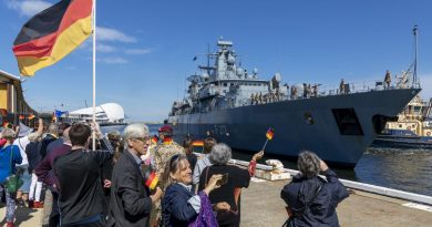 German Navy warship FGS Bayern is welcomed into Fremantle. Story by Lieutenant Gary McHugh. Photo by Leading Seaman Ronnie Baltoft.